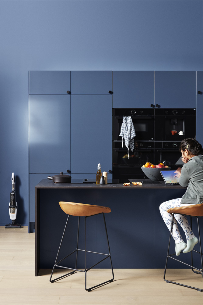 Trend Blue Grey K01 full view of kitchen with people 00737